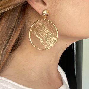 VENUS Large Gold Wire Hoop Earrings